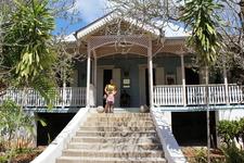 Деревня ремесленников. Здесь можно посетить дом-усадьбу в колониальном стиле,  примерно 1870г. постройки