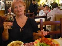 подкрепиться в греческом ресторане.После лукового супа-ЛЯГУШКИ в томатном соусе.ЧТО будет?!