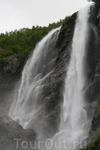 """водопад """"два брата"""" (высота 70 метров)"""