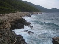 Soline - одна из крайних точек острова. Бушует Адриатика. Острожно! Мобильник здесь почти не ловит:-)