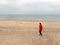 Паланга. Женщина в песках
