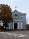 Лютеранская Церковь св. Иоанна находится тоже на Ратушной площади. Церковь спроектирована в стиле неоклассицизма архитектором Карлом Людвигом Энгелем.