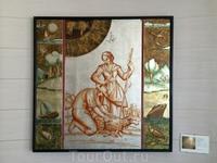 Фрески на стенах отеля с сюжетами из жизни простых кастокаровцев