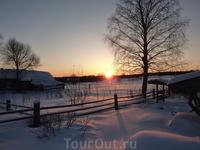 Закат. Вид с крыльца гостевого дома в д.Гавриловская.