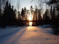 Закат на мельничном озере. Тропа от озера к стоянке машины.