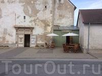 А рядом с церковью открыли кафе на 1 столик