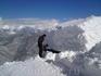 На 3-ей очереде  Альпики рабочий спасает крышу . Намело , так намело..