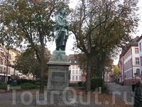 На площади Шиллера