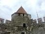 Еще одна башня крепости. На стены можно забраться и прогулять по ним, однако не все участки открыты.