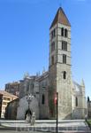 Раньше церковь была окружена старыми зданиями XVI, XVII и XVIII веков, которые придавали особый средневековый вид церкви. После длительных размышлений ...