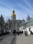 Свято-Троицкая надвратная церковь. Вид с территории Лавры.