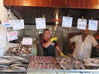 Первая остановка на местном рынке