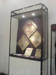 Экспонаты в музеях Лавры.
