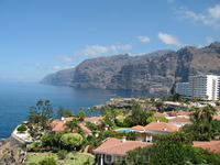 Los Gigantes - скалы около 600 метров, обрывающиеся прямо в океан