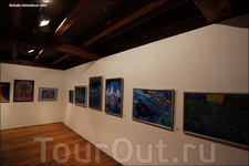 В самом большом зале наверху проходит выставка русского художника Владимира Фомина. Выставка будет проходить до 4.03.2012. Многие из картин можно купить ...