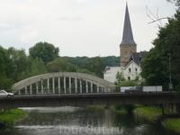 Ляйхлинген.Мост через реку WUPPER. Вдали кирха.