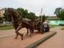 Памятник первым переселенцам на привокзальной площади.