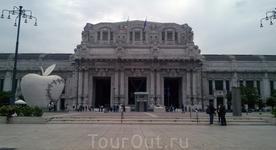 Здание Милано Централе, являющееся великолепным образцом архитектуры первой половины ХХ века, выполнено в стиле ар-деко с элементами модерна: здание из ...
