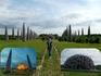 Вселенский разум» имеет вполне определенную композицию. Во главе инсталляции на пьедестале расположилась доминанта проекта: огромная фигура, символизирующая ...