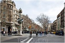От площади Каталонии вниз к морю ведёт Рамбла