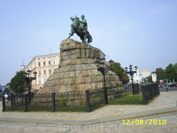 Памятник Богдану Хмельницкому.