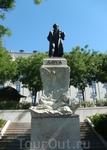Памятник Гойи в сквере у музея Прадо