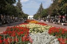 Первым бульваром в г. Йошкар-Ола является бульвар Чавайна. Он назван в честь первого марийского писателя и драматурга Сергея Григорьевича Чавайна. Заложен ...