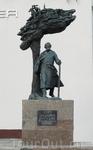 Памятник Язепу Дроздовичу. Троицкое предместье.