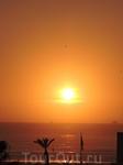 Смотреть можно бесконечно, но солнце здесь садиться очень быстро, хоть и довольно поздно.