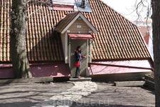 Забирайтесь на крышу и заходите в гости)