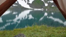 Вид на озеро из нашей палатки