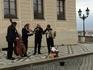 Миролюбивые музыканты перед Пражским Градом