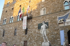 """Мраморная скульптура """"Давид"""" установлена слева от входа в палаццо Векьо,работа великого Микеланджело Буонарроти. Впервые """" Давида"""" представили флорентийской ..."""