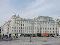 А вот это здание похоже по архитектуре на здания Петербурга
