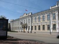 Самарский окружной суд находится в центре Старого города - на площади Революции (Александровская площадь)