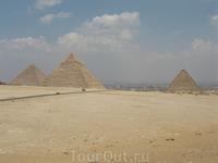 вот так мы проехали фавеллы по-египетски и увидели одно из чудес света )) Великие пирамиды - Пирамида Хеопса (одно из чудес света) и Пирамиды Хефрена ...