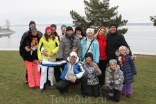 на пикнике на озере в январе ( Но на горе при этом- снега завал, до  подъемников горных- всего 15 минут в гору)