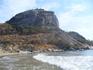 От этой горы начинается чистый пляж Као Такиаб