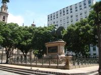 Памятник королю Педру в сквере рядом с дворцом Тирадентис