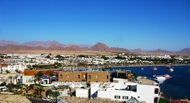 Панорама НААМА БАЙ залива, бухты курорта Шарм эль Шейх с высоты птичьего полёта....