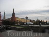 Московский Кремль — древнейшая часть Москвы, главный общественно-политический, духовно-религиозный и историко-художественный комплекс столицы, официальная резиденция Президента Российской Федерации.