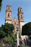 После небольшого переезда приехали в замечательный город Таско! Это самая главная церковь Таско, имени Святой Присциллы. Фасад в стиле чурригереско.