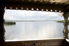 Успенская церковь. Вид на озеро с крыльца