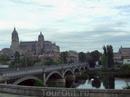 Огромные соборы открываются вашему взгляду прямо из окна автобуса при въезде в Саламанку.