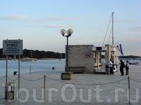 паспортно-визовый и таможенный контроль, отсюда отплывают корабли в Венецию...