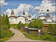 Ферапонтов монастырь со стороны деревни Ферапонтово