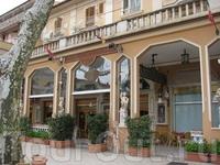 """Кафе """"Микеланджело"""" на центральной площади Фьюджи"""