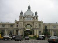 главные ворота Львова - здание вокзала