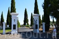Кладбище доминиканского монастыря в Бенешии,которая некоторое время была столицей Калифорнии