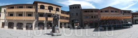 Именно улицы Местиа и его устройство очень напомнили марокканский центр горного туризма, Имлиль. А вот архитектура и оформление центра весьма уникальны ...